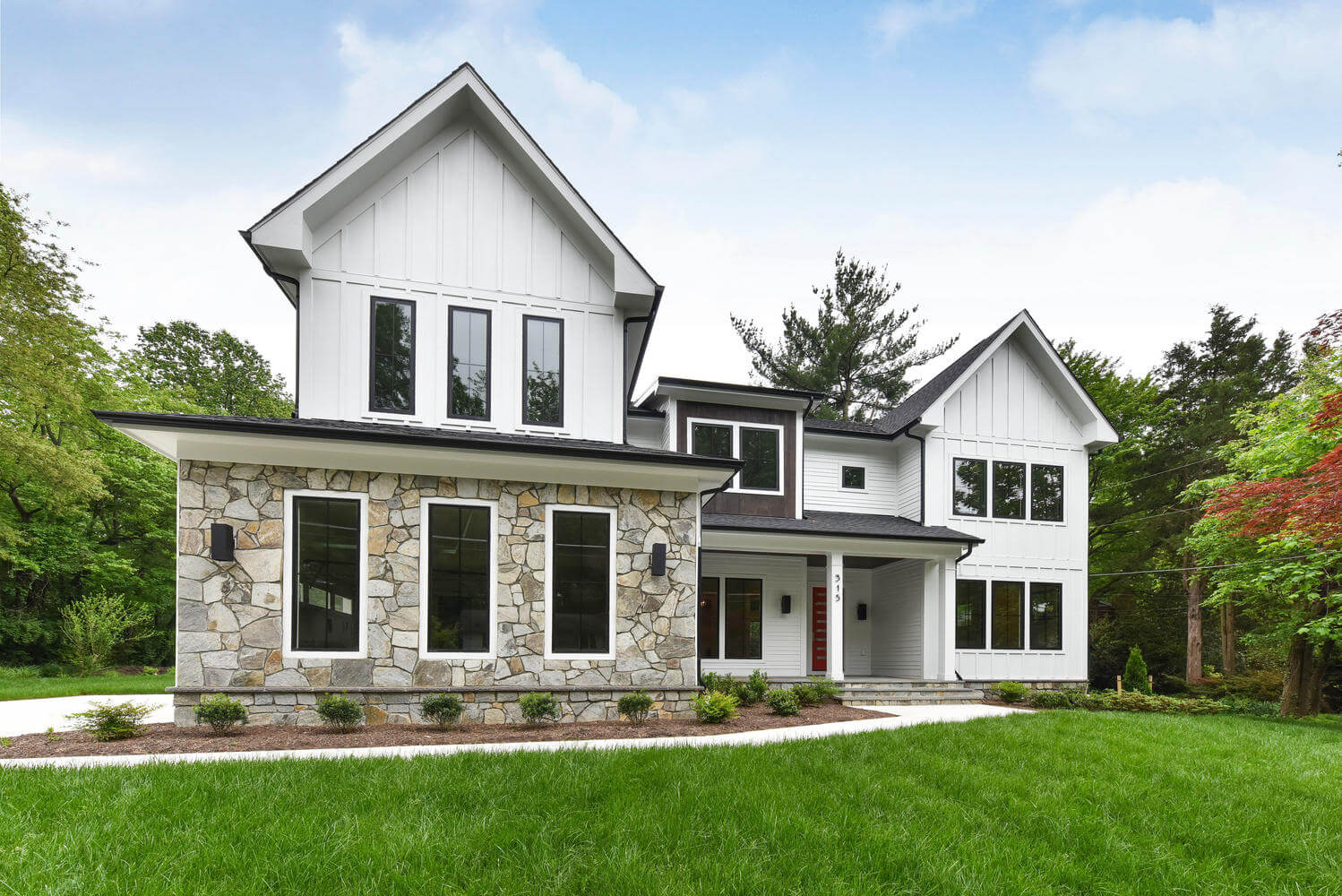 4 Bed, 3 Bath Modern Farmhouse in Northern Virginia